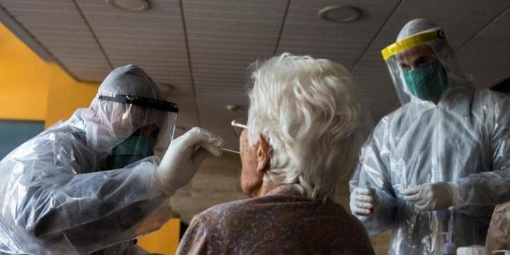 La Comunidad de Madrid cifra en 5.811 los fallecidos con Coronavirus en sus residencias