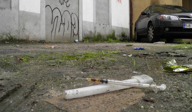 Jeringuillas y un olor insoportable en la vía pública junto a una empresa de residuos en S.S. de los Reyes