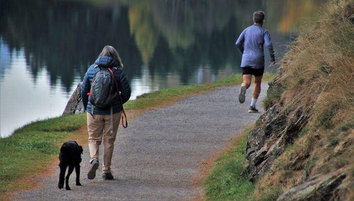 El Gobierno autoriza los paseos y el deporte individual de 6 a 10 horas y de 20 a 23