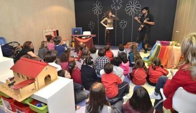 Padres, profesores y alumnos piden al Gobierno que abran los colegios en verano