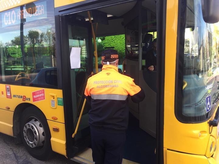 Nuevo reparto de mascarillas en los transportes públicos de Alcobendas