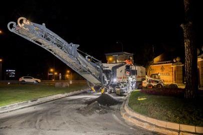 Mejorado el asfalto del acceso a La Plaza de La Moraleja
