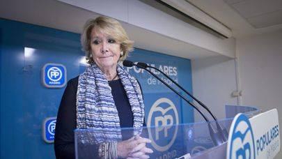 Imagen de Esperanza Aguirre en el momento de su declaración a los medios de comunicación donde presentó su dimisión como Presidenta del PP de Madrid.
