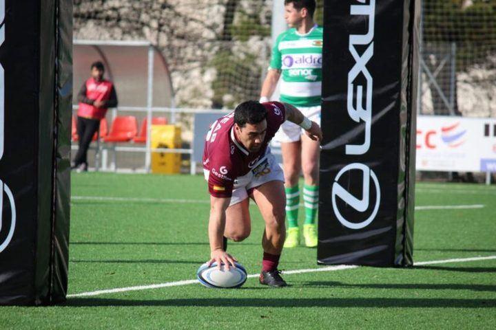 Foto realizada por el Lexus Alcobendas Rugby correspondiente a su partido frente al Independiente y donde se ve al jugador Alvaro Oliver consiguiendo un ensayo.