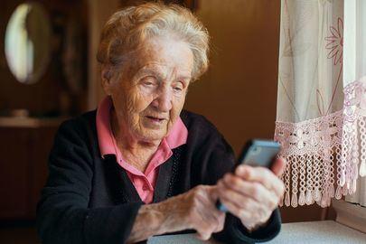 En marcha el Programa de Acompañamiento Telefónico para los mayores en situaciones de soledad