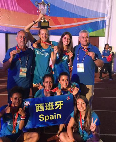 Imagen del equipo ganador del campeonato del mundo escolar de atletismo