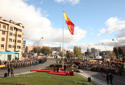 Izada la Bandera de España en la Plaza del Soto