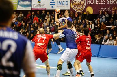 Imagen del partido disputado en el Palacio de Deportes L'illa de Benidorm y en el que el Club Balonmano Alcobendas ganó al Secin Group Balonmano Alcobendas