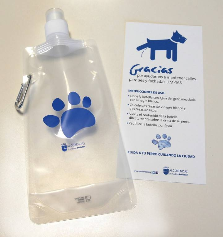 Botellas de plástico para acabar con los malos olores de los orines de los perros