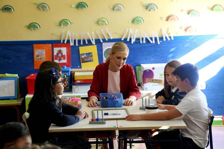 Cifuentes inaugura el nuevo curso escolar en Alcobendas
