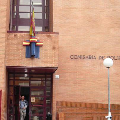 Desfile de vecinos de La Moraleja por la Comisaría