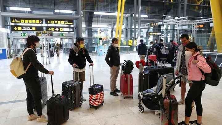 Los turistas extranjeros que lleguen a España tendrán que estar en cuarentena 14 días