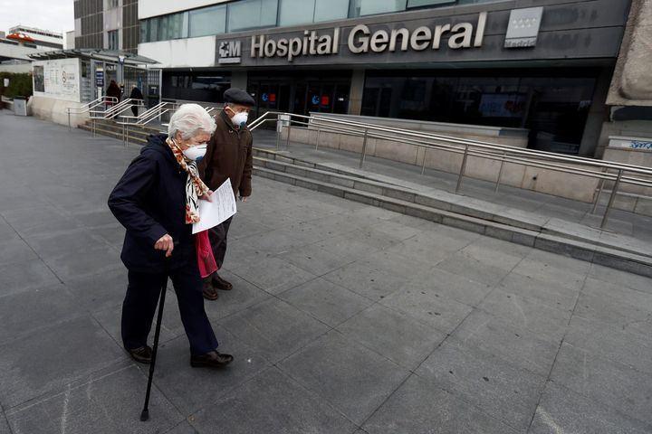 Tres hospitales de Madrid ya no admiten nuevos infectados