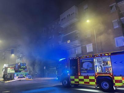 8 intoxicados y 44 viviendas desalojadas por el incendio de un almacén