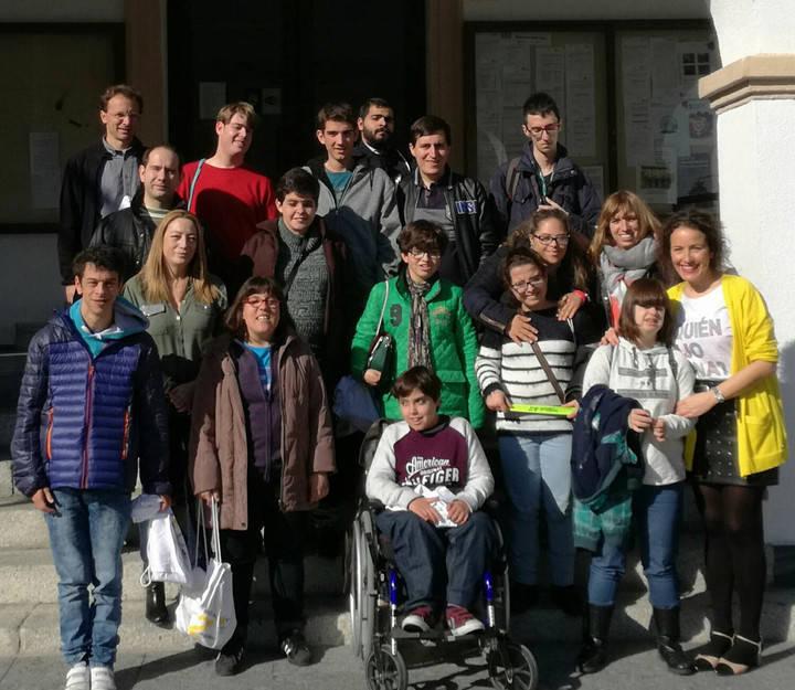 Alumnos de la Asociación Envera visitan el Ayuntamiento de Sanse