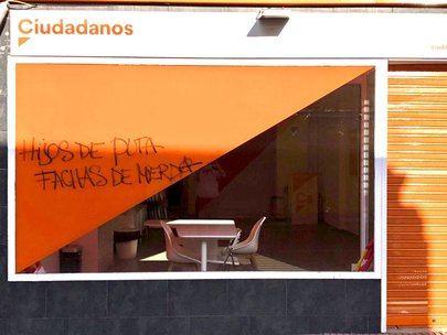 La sede de Ciudadanos en San Sebastián de los Reyes aparece con pintadas e insultos