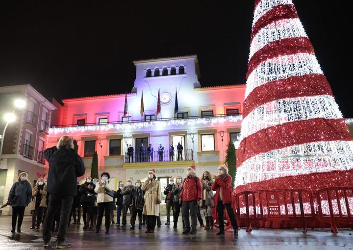 Sanse amplía este año el alumbrado navideño a más calles de la ciudad