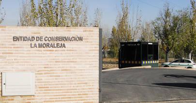 Imagen de la fachada de la Entidad de La Moraleja situada en el Camino de Hoyarrasa