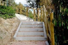 Nueva escalera de acceso al cementerio del Soto