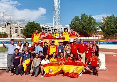 Imagen de los atletas del colegio Base que representaron a España en el Mundial celebrado en Split
