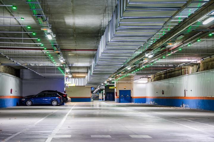 La reserva de aparcamientos para sanitarios se incrementa hasta las 961 plazas