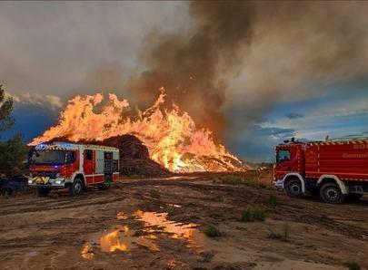 El incendio en la fábrica de compostaje arderá al menos cinco días más