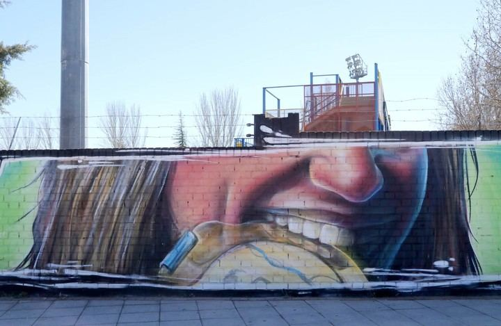 Mireia Belmonte pone en valor el deporte en igualdad en un grafiti