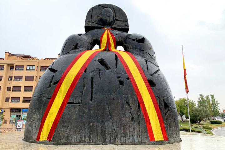La Menina luce una Bandera de España para celebrar la Fiesta Nacional