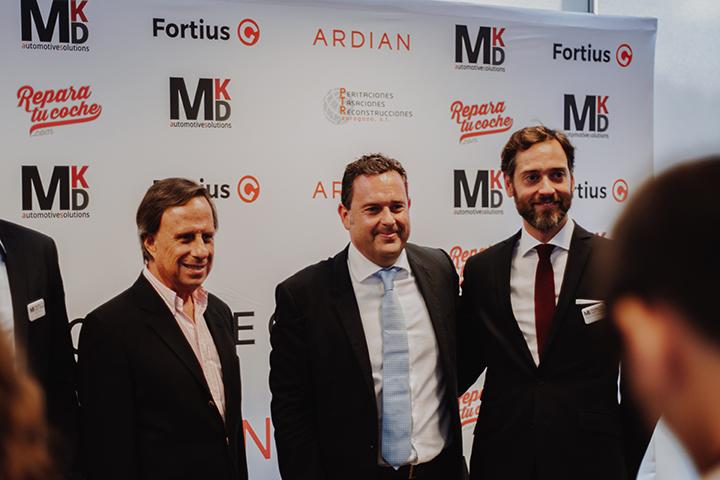 De izquierda a derecha vemos al Alcalde de Alcobendas, Ignacio García de Vinuesa, José Piñera, , fundador y CEO de MKD Automotive y a  Gonzalo Fernández, CEO de Ardian España