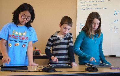 El Ayuntamiento de Sanse suministra tabletas informáticas a los alumnos que necesitan apoyo tecnológico para terminar el curso
