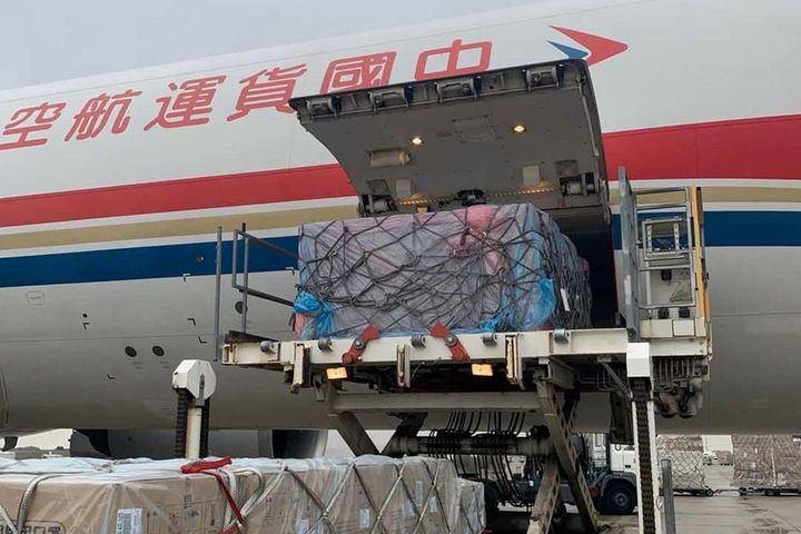 Llega a España las primeras ayudas de China: 500.000 mascarillas