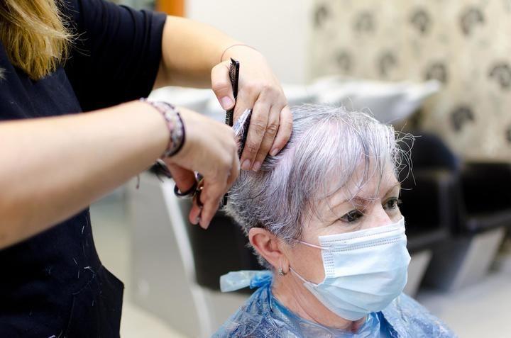 Se reanuda el servicio de peluquería para los mayores