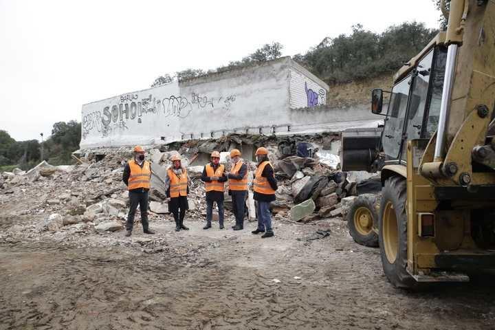 Se inicia la demolición de las antiguas caballerizas de Fuente del Fresno