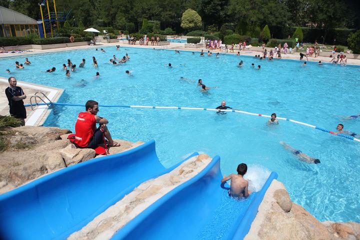 Abre la piscina de verano del polideportivo municipal jos for Piscina de alcobendas