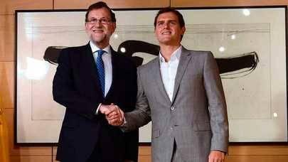 PP y Ciudadanos firman el pacto para la investidura de Rajoy