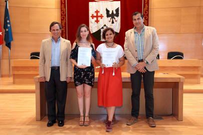 Reconocimiento del Ayuntamiento a dos alumnas por sus resultados académicos excelentes en Bachillerato