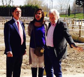 De izquierda a derecha, Ignacio Garc�a de Vinuesa, Alcalde de Alcobendas, Paloma Cano, concejala del distrito Norte y Jes�s Javier Villar, Gerente de Seromal