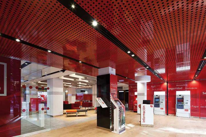 El Santander y Telefónica prueban en Alcobendas las primeras oficinas bancarias conectadas mediante 5G