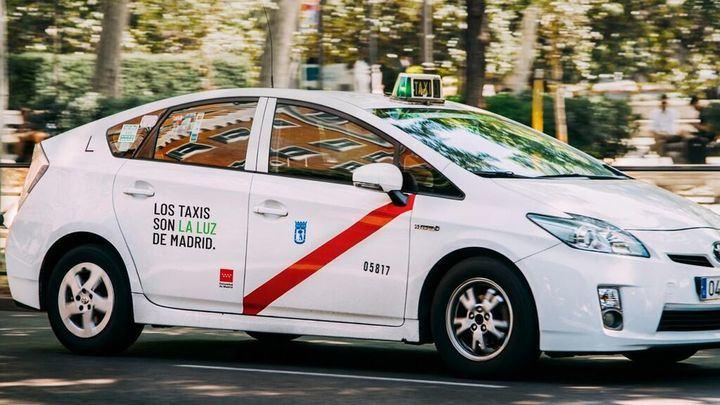 El Ayuntamiento de Madrid cede una nave industrial para la desinfección de más de 300 taxis diarios