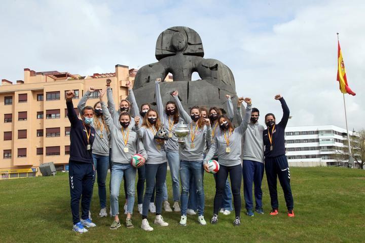 El Club Voleibol Alcobendas ofrece la Copa de la Reina a la ciudad