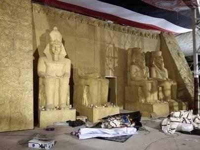Réplica del 'Templo de Abu Simbel: Ramsés, rey de reyes'