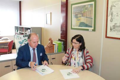 De izquierda a derecha, Gabriel Castellano, Director General de la Institución San Patricio y Elena Escalona Lara, Directora General de Fundación Síndome de Down Madrid,
