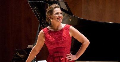 La soprano Ainoha Arteta leerà esta tarde el pregón de las Fiestas de La Virgen de La Paz