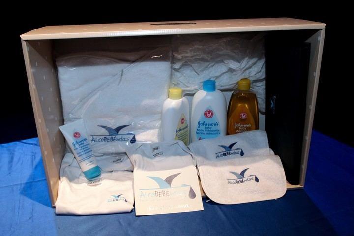Imagen de la cesta de productos con la que el Ayuntamiento da la bienvenida a sus nuevos vecinos
