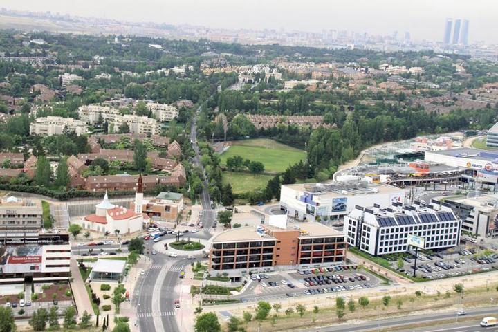 Imagen aérea de parte del Arroyo de la Vega y una zona de las Urbanizaciones de Alcobendas