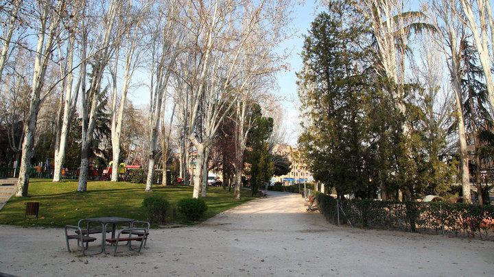 El Ayuntamiento asume el mantenimiento del árbolado del Distrito Urbanizaciones