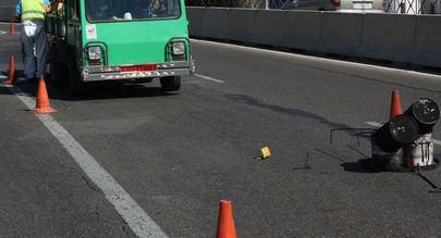 Operación Asfalto en el acceso a la Plaza de La Moraleja desde la A-1