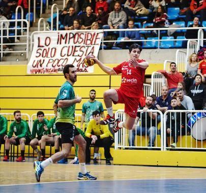 Foto del partido entre el Secin Group y el Ikasa BM Madrid disputado en el Pabellón de Sueños de Alcobendas. Foto cedida por el Club Balonmano Alcobendas realizada por José Cañete