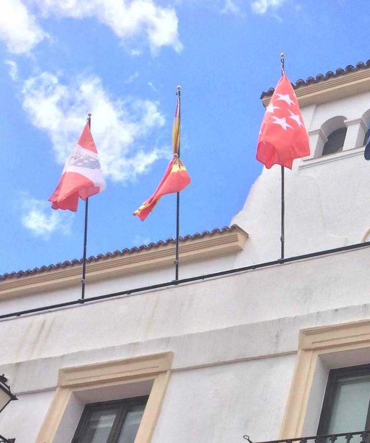 ¿Está atada la bandera?