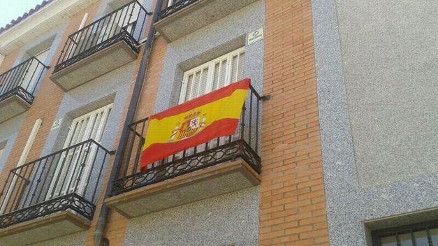 El PP de Sanse invita a los vecinos a colgar banderas de España en sus balcones y ventanas